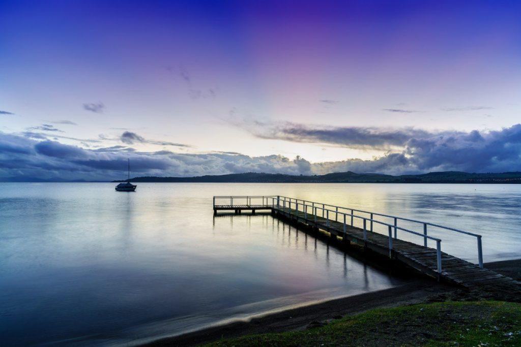 Taupo je největším jezerem Nového Zélandu.