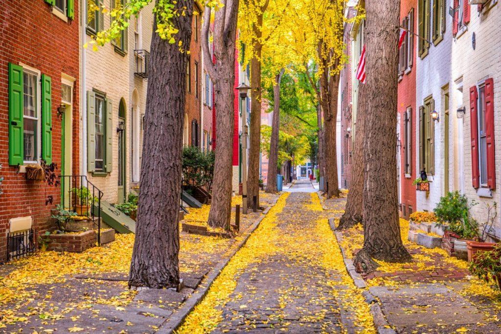 Podzimní atmosféra v ulicích Philadelphia.