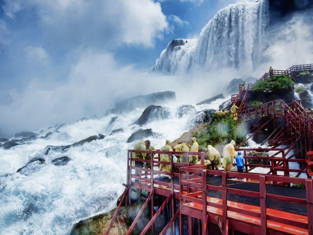 Vyhlídky u Niagarských vodopádů jsou pro mnohé životním zážitkem.