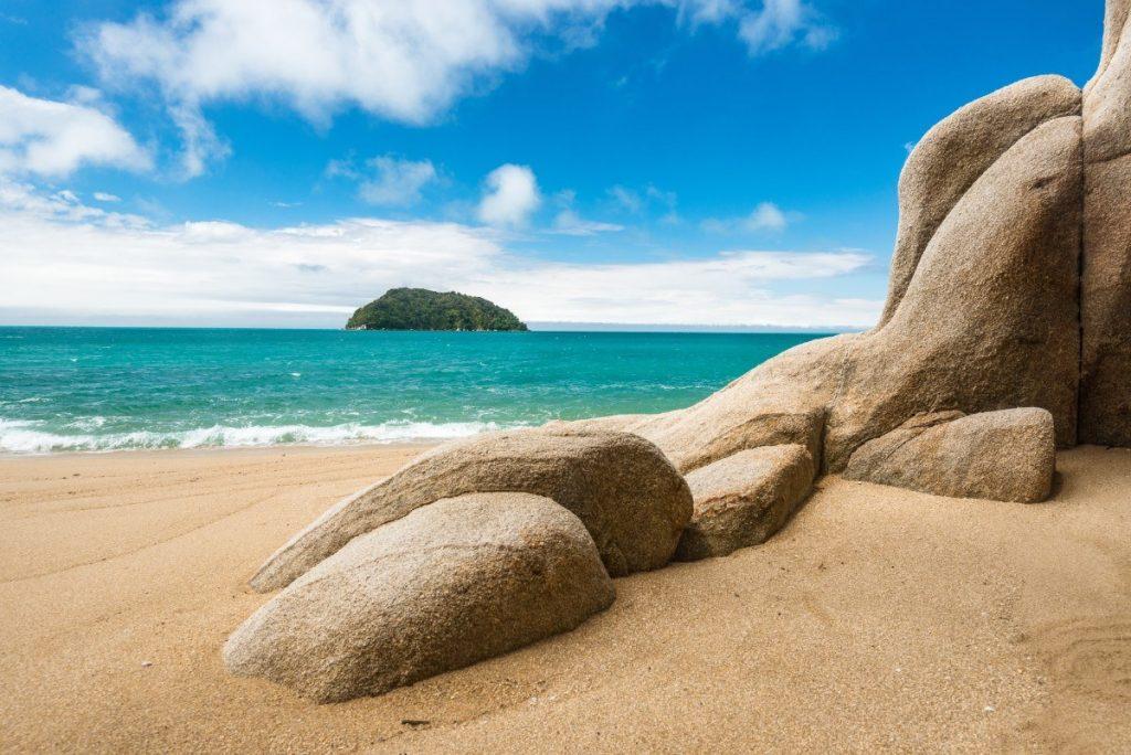 V národním parku Abel Tasman najdete řadu pohádkových pláží, které můžete mít jen sami pro sebe.