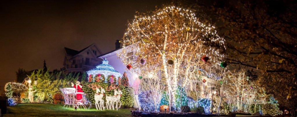 Americké vánoční dekorace mají zcela jiný rozměr. :-)