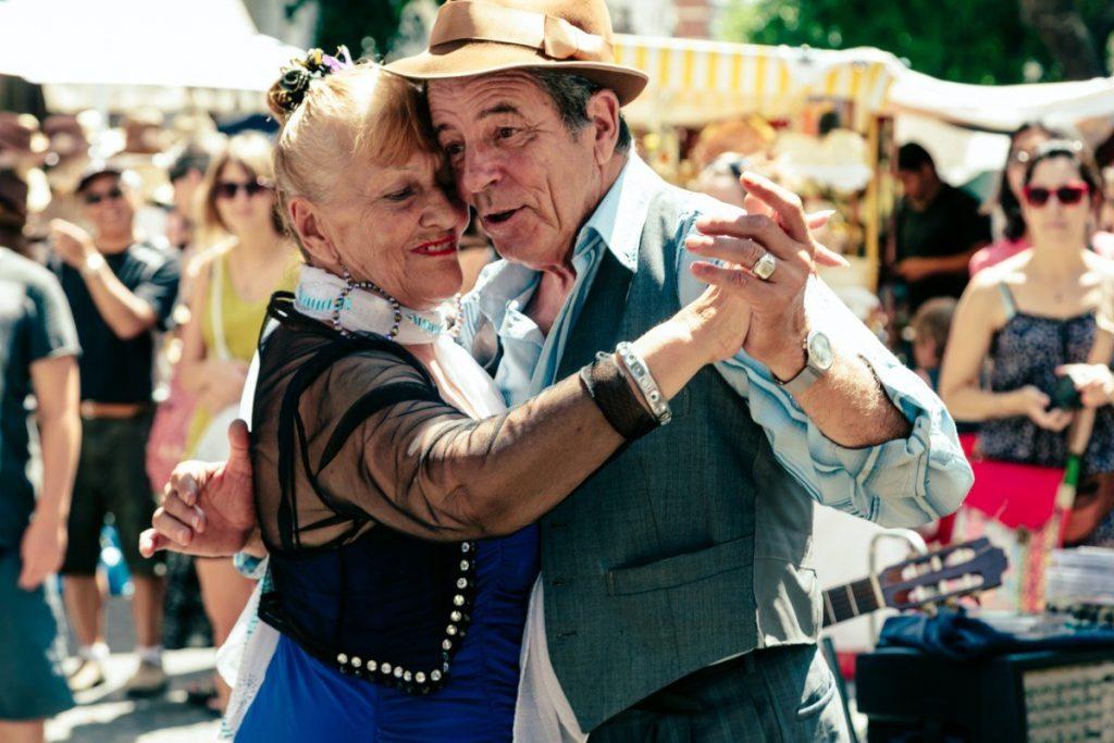 Rytmy tanga a tanečníky všech věkových kategorií uvidíte a uslyšíte v ulicích Buenos Aires opravdu často.