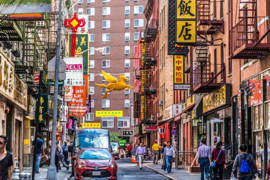 Čínská čtvrť v New Yorku hýří barvami.