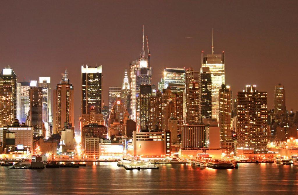 Panorama Manhattanu v New Yorku během vánočních svátků.