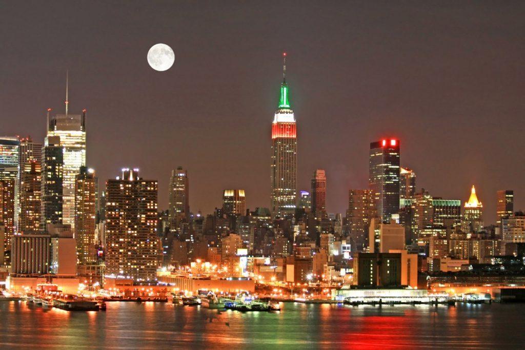 Panorama newyorského Manhattanu během vánočních svátků.